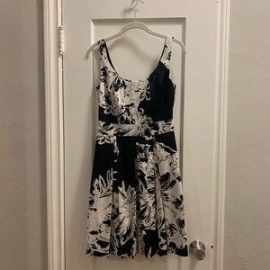 Black & white floral dress White House Black Markt